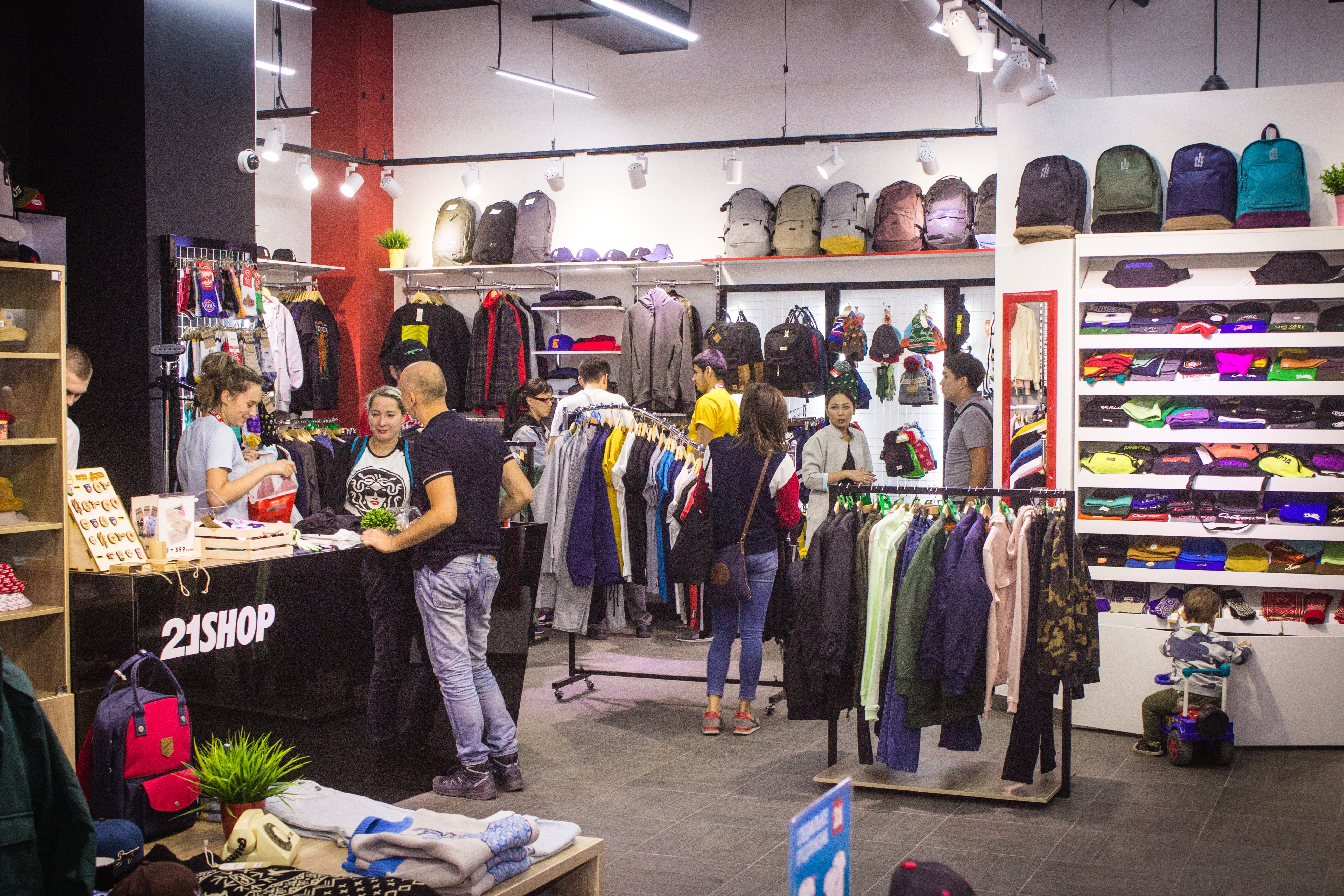 1fd6f0ad957c На протяжении более чем пятнадцати лет, мы стремимся к постоянному  развитию, привозим новые бренды, открываем магазины и стараемся обеспечить  лучший ...