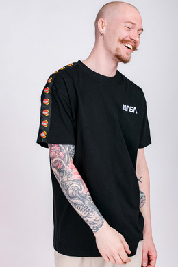 Футболка MISTER TEE NASA Red Spaceship Tape Tee Black фото