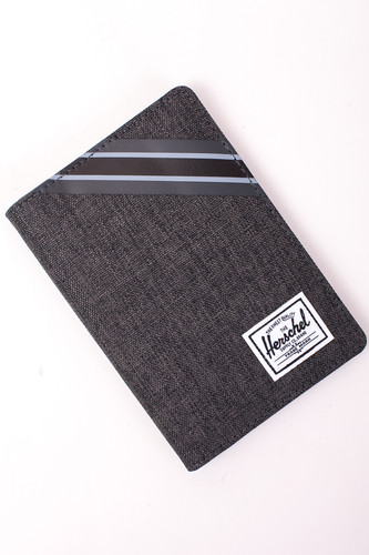 Кошелек HERSCHEL Raynor Passport Holder RFID (Black Crosshatch/Black)