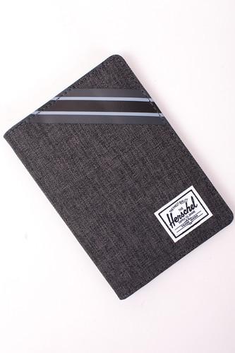 Кошелек HERSCHEL Raynor Passport Holder RFID (Black Crosshatch/Black) кошелек ogon big stockholm rfid safe 191600 черный