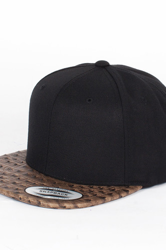 Бейсболка YUPOONG Leather Snapback (Black-Ostrich, O/S)