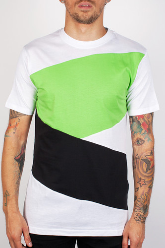 Футболка URBAN CLASSICS Zig Zag Tee (White-Black-Limegreen, 2XL) ветровка urban classics arrow windrunner black limegreen xl