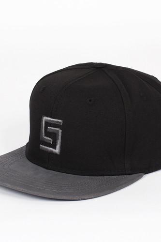 купить Бейсболка CROOKS & CASTLES Greco Logo Snapback (Black/Grey, O/S) по цене 504 рублей