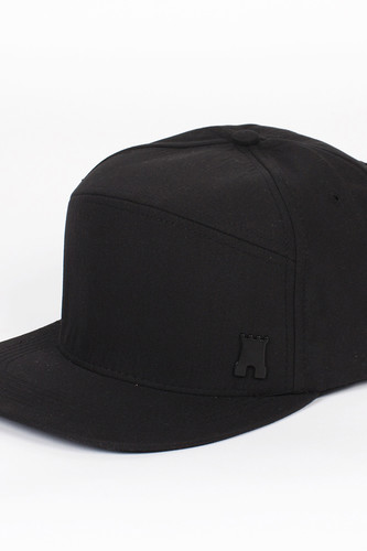 Бейсболка CROOKS & CASTLES Califas Metal Badge Strapback (Black, O/S)