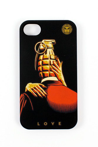 Чехол OBEY Love Is The Drug (IPhone-4/4S-Black) чехол для iphone 4 4s talking lila