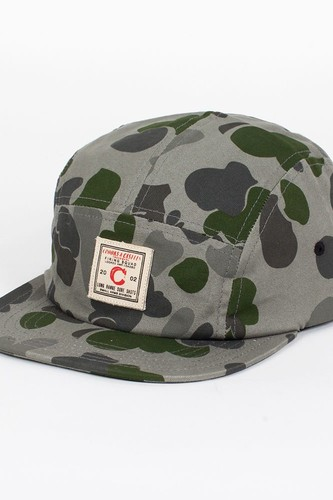Бейсболка CROOKS & CASTLES Long Range Camo 5 Panel Cap (Grey-Camo, O/S) бейсболка backyard cartel icon 5 panel camo o s