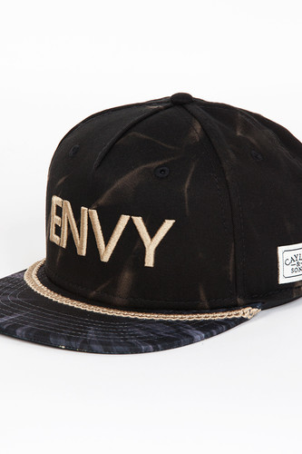 Бейсболка CAYLER & SONS Envy Cap (Acid Washed Black/Black Ravens/Gold, O/S)