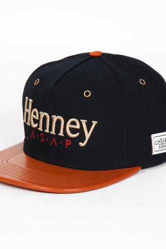 Бейсболка CAYLER & SONS Henney Cap (Black/Cognac Leather/Gold, O/S)