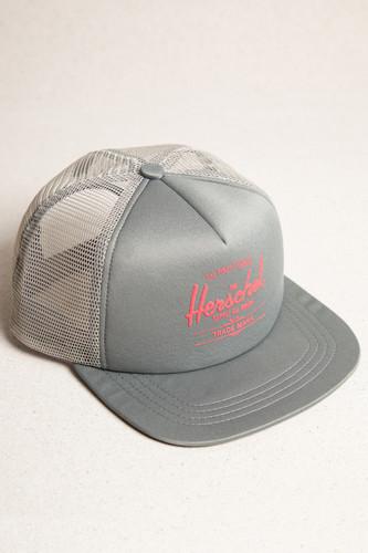 Кепка HERSCHEL Whaler Mesh Soft Brim SS18 (Shadow/Hot Coral, O/S) кепка herschel 172 black