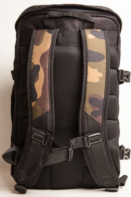 Рюкзак URBAN CLASSICS Traveller Backpack Black/Camo фото 2